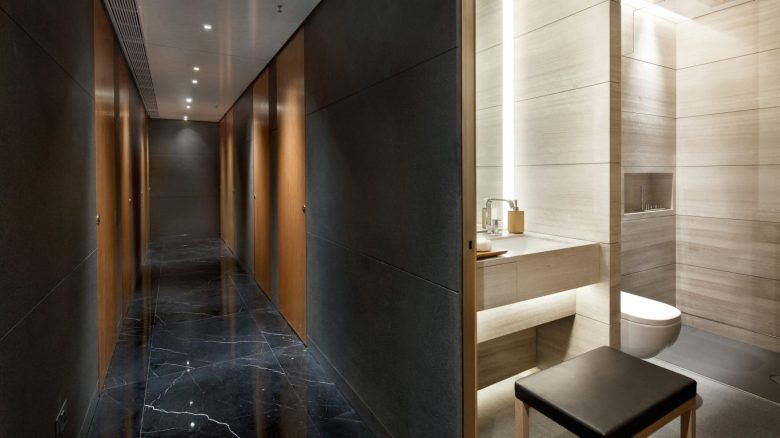 Shower Suites (Cathay Pacific).jpg