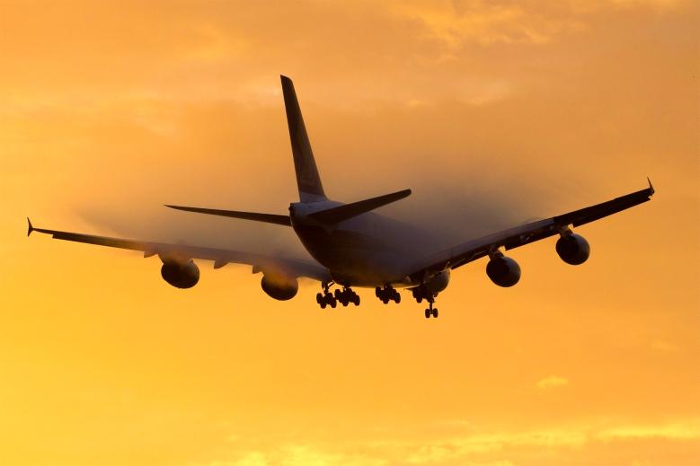 SQ A380 Sunset Landing (RHL Images)